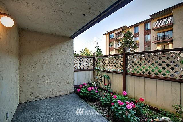 Sold Property | 10501 8th Avenue NE #134 Seattle, WA 98125 7