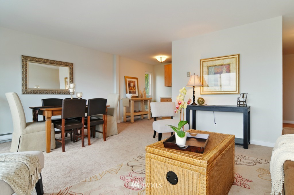 Sold Property | 320 Melrose Avenue E #402 Seattle, WA 98102 2
