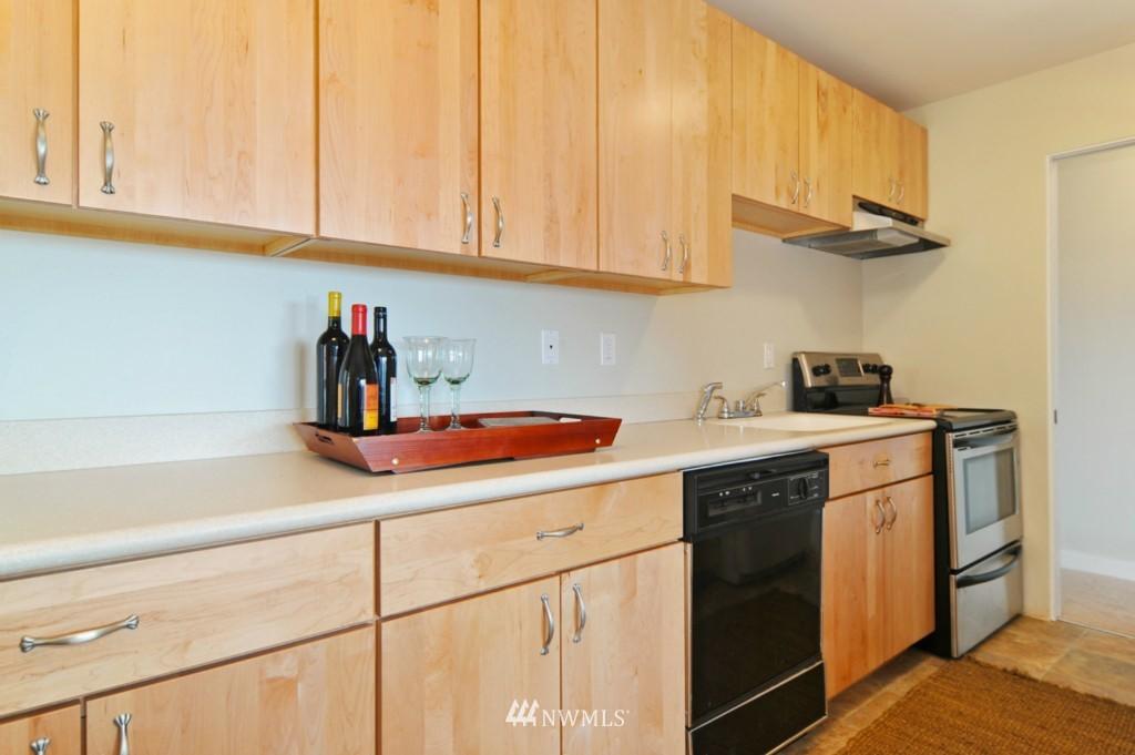 Sold Property | 320 Melrose Avenue E #402 Seattle, WA 98102 4