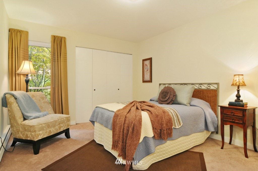 Sold Property | 320 Melrose Avenue E #402 Seattle, WA 98102 6