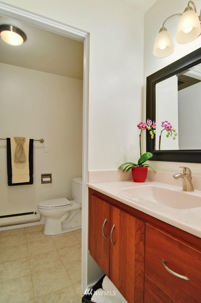 Sold Property | 320 Melrose Avenue E #402 Seattle, WA 98102 7