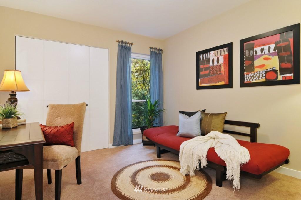 Sold Property | 320 Melrose Avenue E #402 Seattle, WA 98102 8