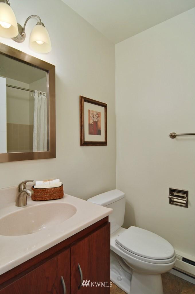Sold Property | 320 Melrose Avenue E #402 Seattle, WA 98102 9