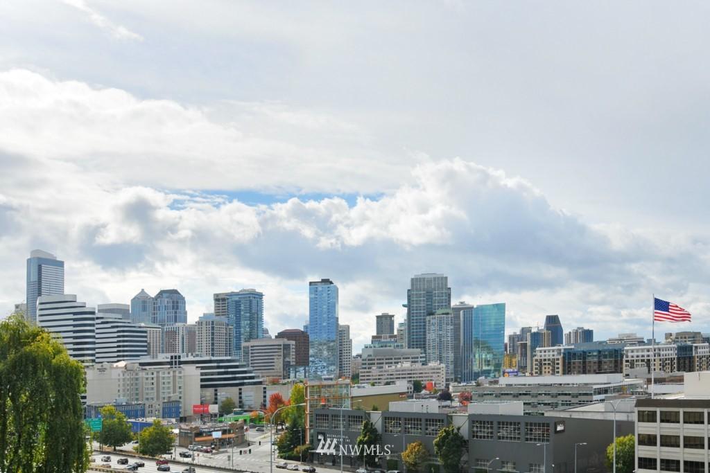 Sold Property | 320 Melrose Avenue E #402 Seattle, WA 98102 10