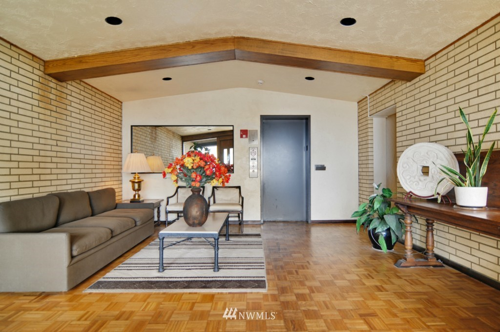 Sold Property | 320 Melrose Avenue E #402 Seattle, WA 98102 13