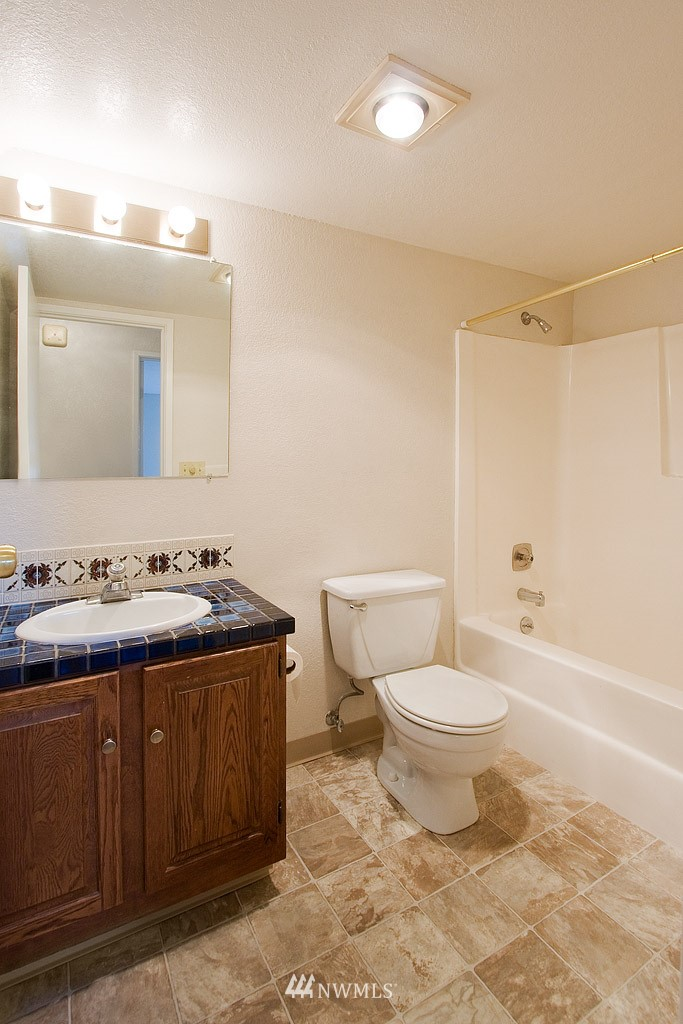 Sold Property | 9255 Greenwood  Avenue N #22 Seattle, WA 98103 11