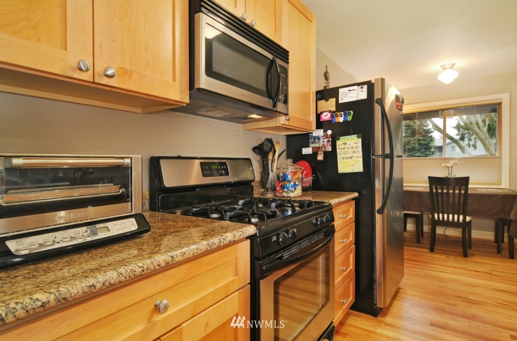 Sold Property | 10021 7th Avenue NW #B Seattle, WA 98177 4