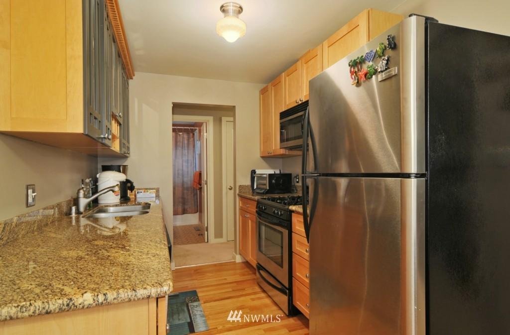 Sold Property | 10021 7th Avenue NW #B Seattle, WA 98177 5