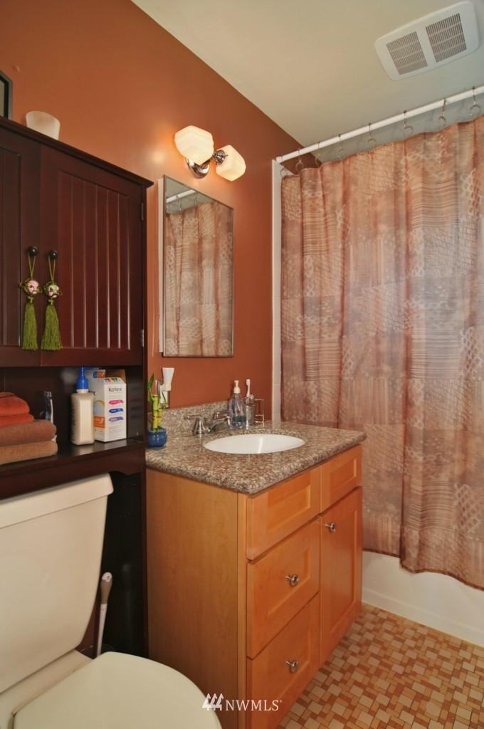 Sold Property | 10021 7th Avenue NW #B Seattle, WA 98177 8