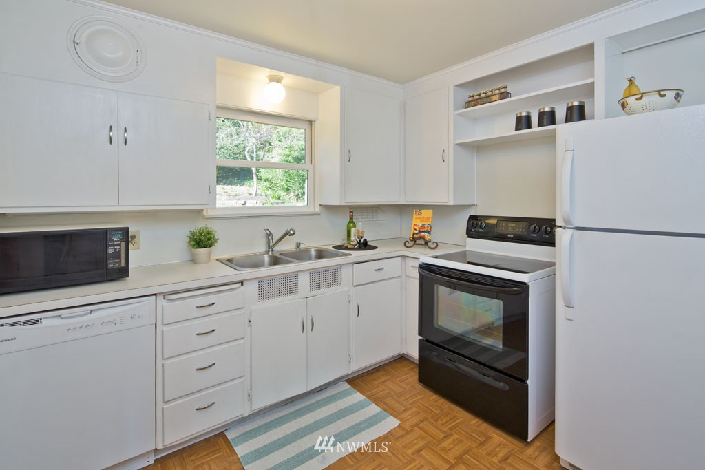 Sold Property   7337 20th Avenue NE Seattle, WA 98115 4