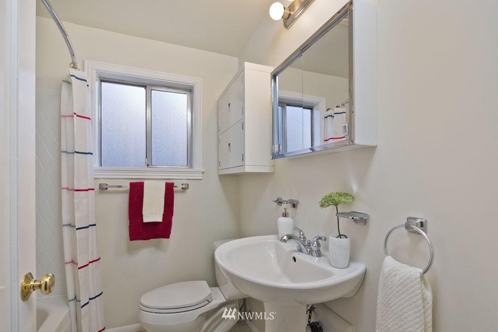 Sold Property   7337 20th Avenue NE Seattle, WA 98115 6