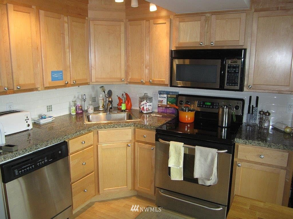 Sold Property | 1601 Taylor Avenue N #203 Seattle, WA 98109 6