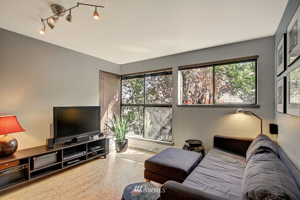 Sold Property | 3655 Albion Place N #2 Seattle, WA 98103 4