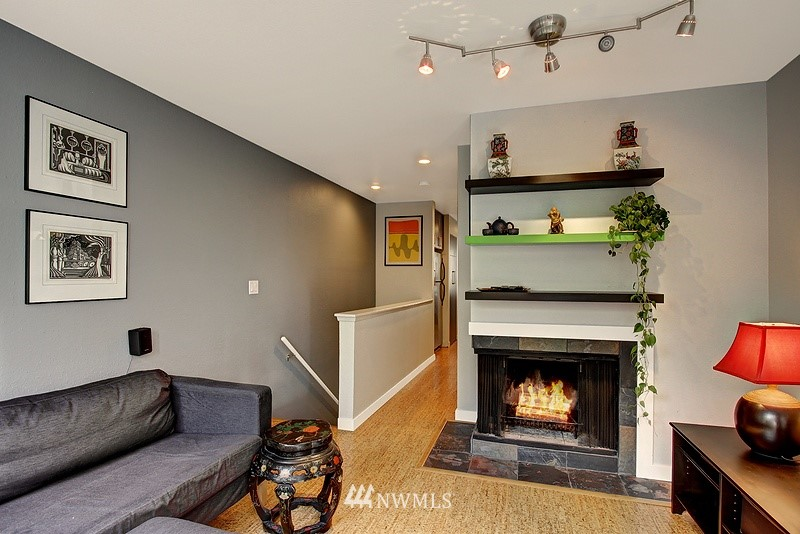 Sold Property | 3655 Albion Place N #2 Seattle, WA 98103 5
