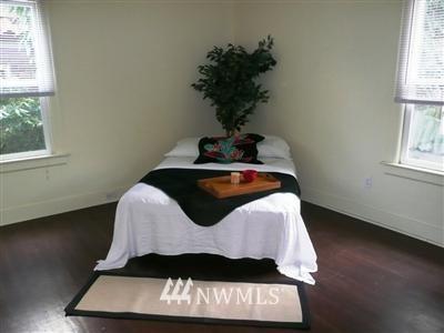 Sold Property   415 20th Avenue S Seattle, WA 98144 8