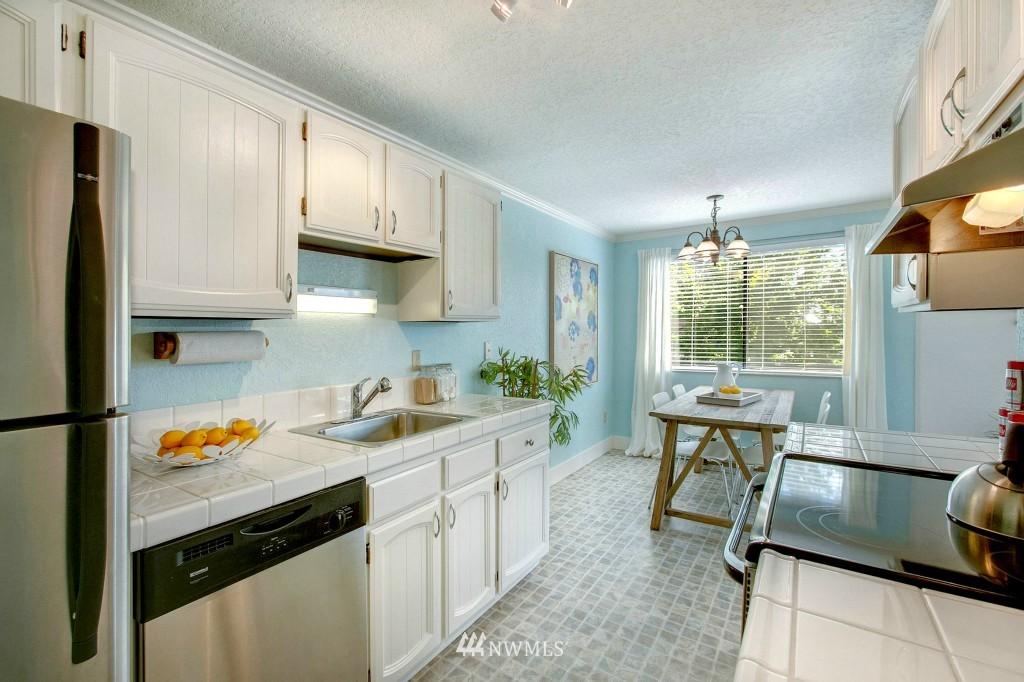 Sold Property | 7501 Greenwood Avenue N #301 Seattle, WA 98103 4