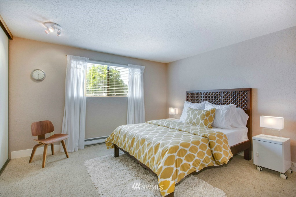 Sold Property | 7501 Greenwood Avenue N #301 Seattle, WA 98103 5