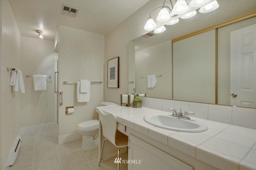 Sold Property | 7501 Greenwood Avenue N #301 Seattle, WA 98103 6