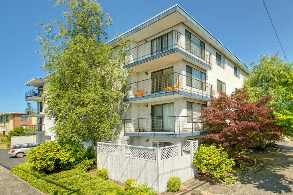 Sold Property | 7501 Greenwood Avenue N #301 Seattle, WA 98103 9