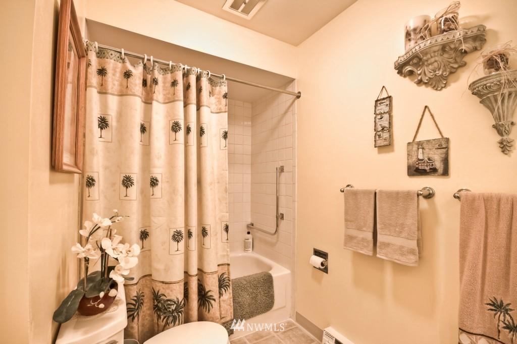 Sold Property | 555 Alder Street #B-7 Edmonds, WA 98020 12