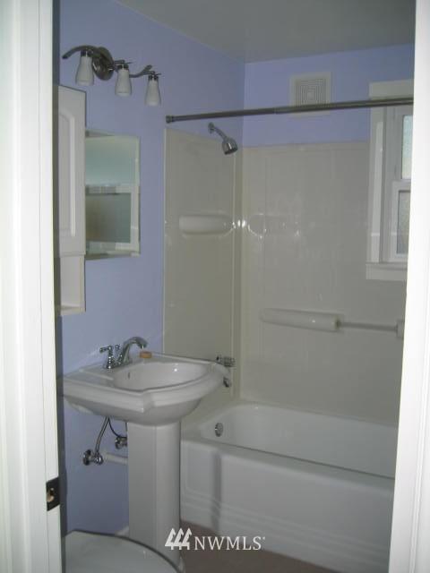 Sold Property | 2529 NE 134th Street Seattle, WA 98125 11