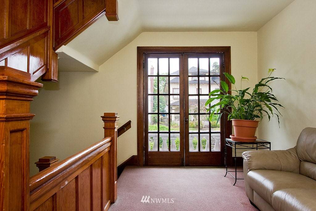 Sold Property | 4725 15th Avenue NE #22 Seattle, WA 98105 10