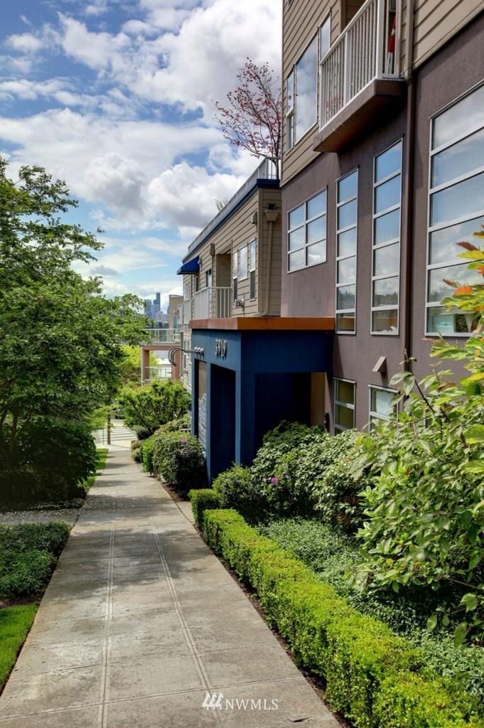 Sold Property   3919 Latona Avenue NE #305 Seattle, WA 98105 1