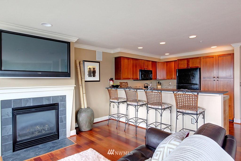 Sold Property   3919 Latona Avenue NE #305 Seattle, WA 98105 4