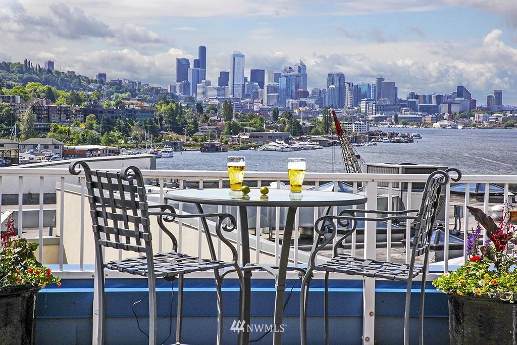 Sold Property   3919 Latona Avenue NE #305 Seattle, WA 98105 0