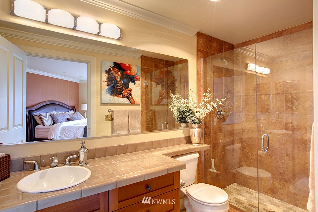 Sold Property   3919 Latona Avenue NE #305 Seattle, WA 98105 10