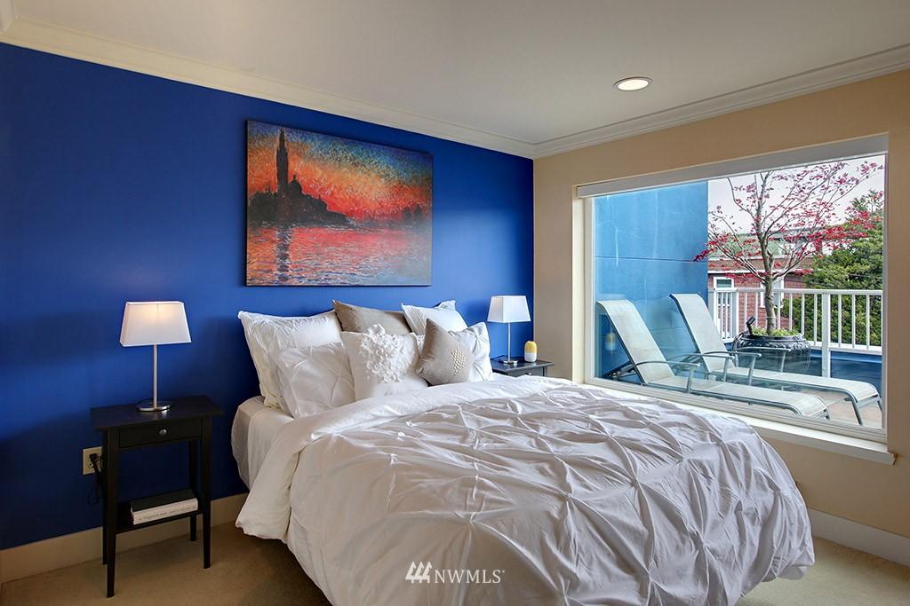 Sold Property   3919 Latona Avenue NE #305 Seattle, WA 98105 12