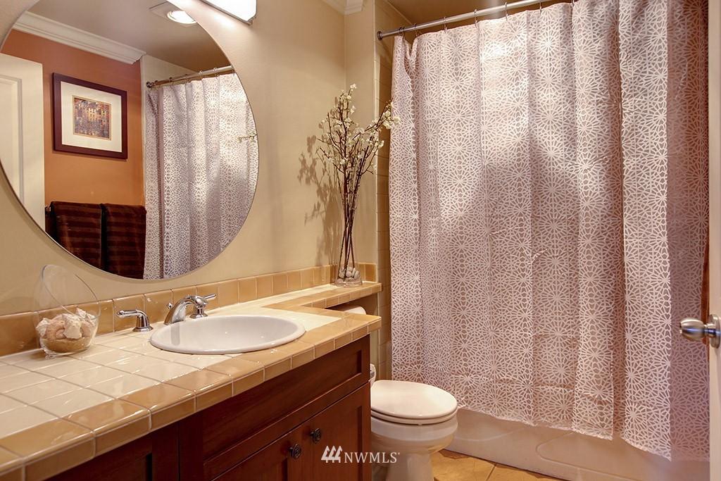 Sold Property   3919 Latona Avenue NE #305 Seattle, WA 98105 13