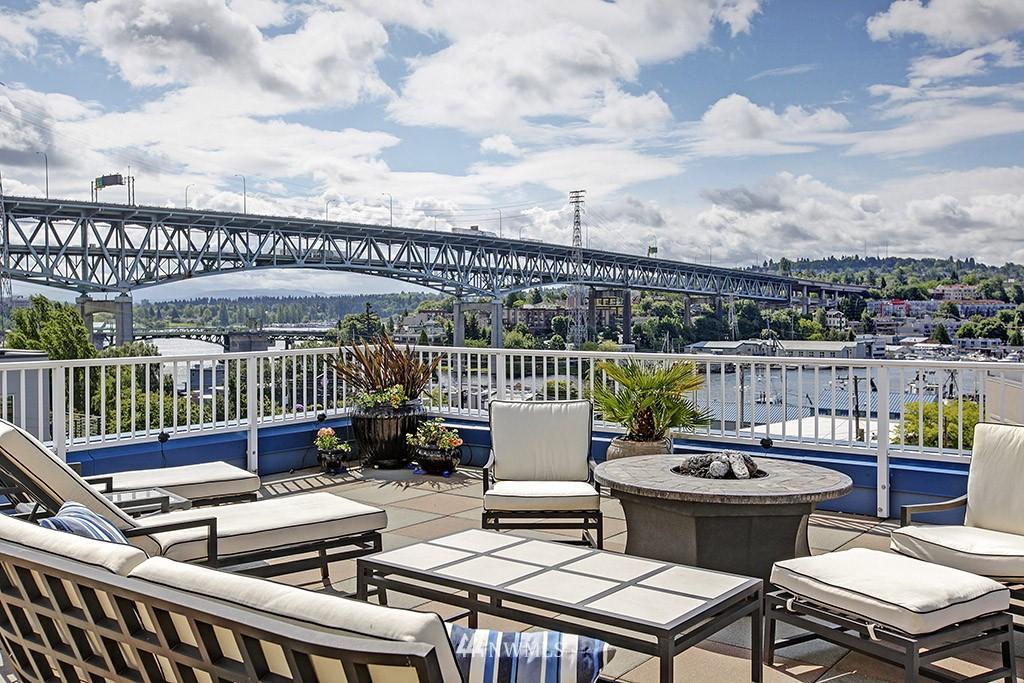 Sold Property   3919 Latona Avenue NE #305 Seattle, WA 98105 14