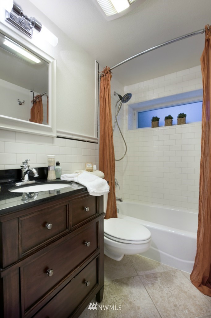 Sold Property | 4111 Whitman Avenue N #101 Seattle, WA 98103 10