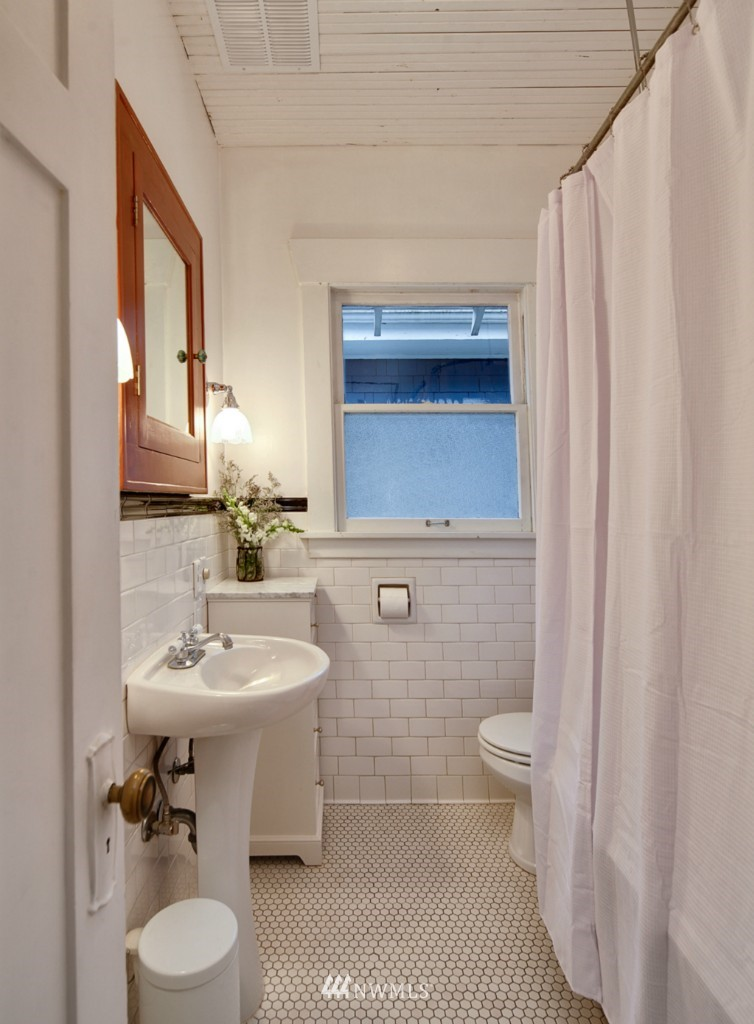 Sold Property | 1113 NE Ravenna Boulevard Seattle, WA 98105 10
