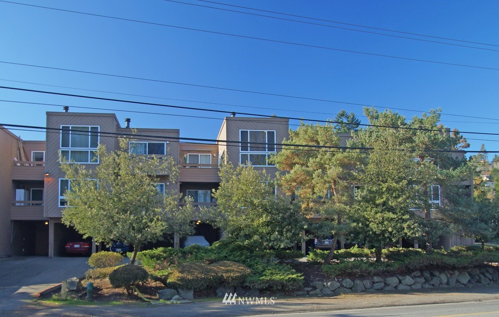 Sold Property | 5844 NE 75th Street #E-108 Seattle, WA 98115 0