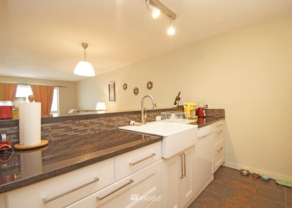 Sold Property | 5844 NE 75th Street #E-108 Seattle, WA 98115 4