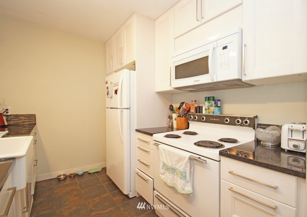 Sold Property | 5844 NE 75th Street #E-108 Seattle, WA 98115 5