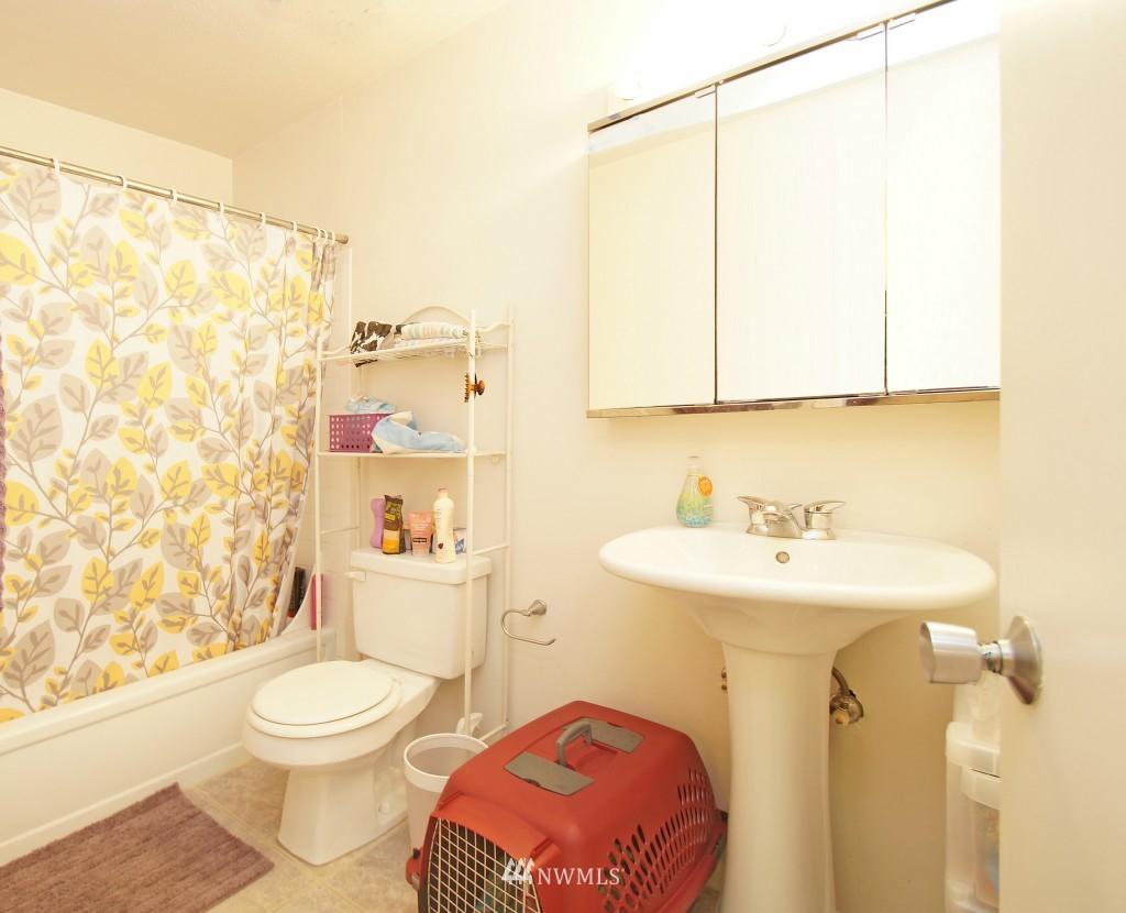 Sold Property | 5844 NE 75th Street #E-108 Seattle, WA 98115 8