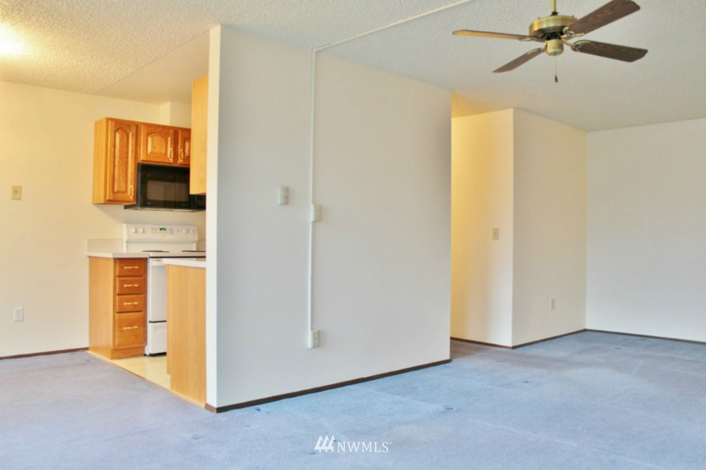 Sold Property   6110 24th Avenue NW #106 Seattle, WA 98107 4