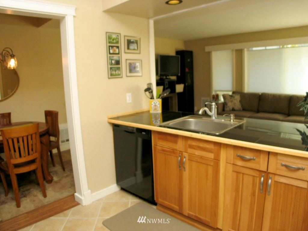 Sold Property | 3609 14th Avenue W #G1 Seattle, WA 98119 4
