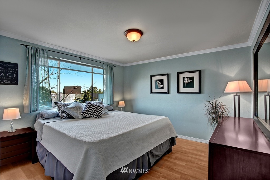 Sold Property   911 N 73rd Street #303 Seattle, WA 98103 5