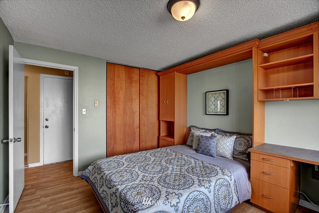 Sold Property   911 N 73rd Street #303 Seattle, WA 98103 7