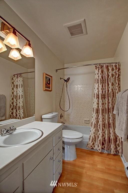 Sold Property   911 N 73rd Street #303 Seattle, WA 98103 8