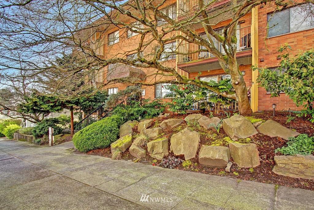 Sold Property   911 N 73rd Street #303 Seattle, WA 98103 10