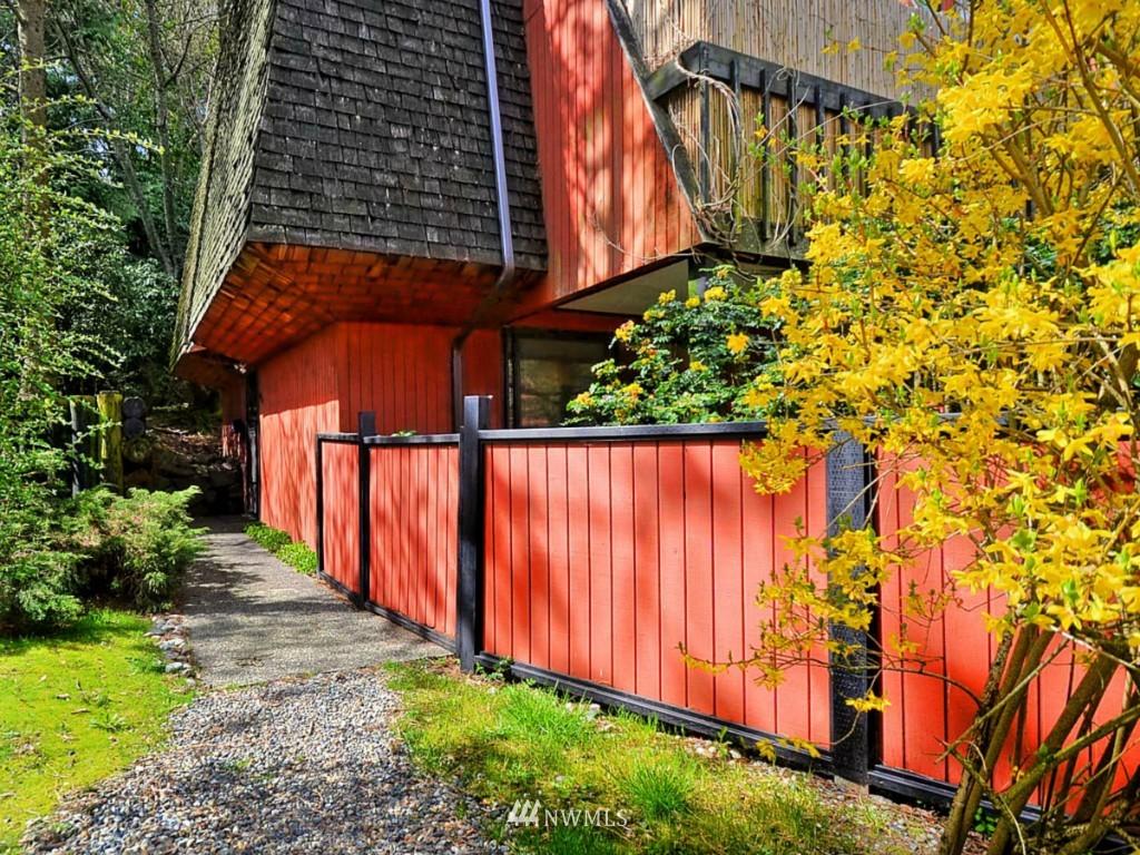 Sold Property   10727 Burke Avenue N #B6 Seattle, WA 98133 3