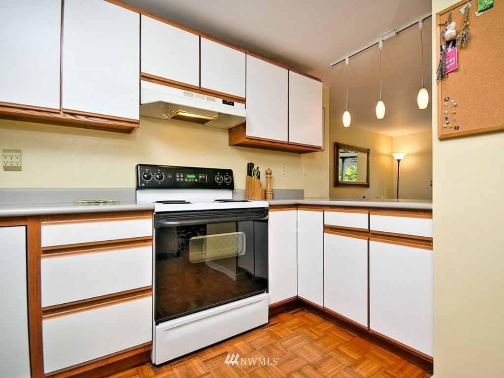 Sold Property   10727 Burke Avenue N #B6 Seattle, WA 98133 8