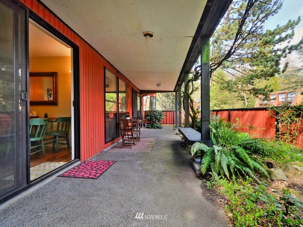 Sold Property   10727 Burke Avenue N #B6 Seattle, WA 98133 15