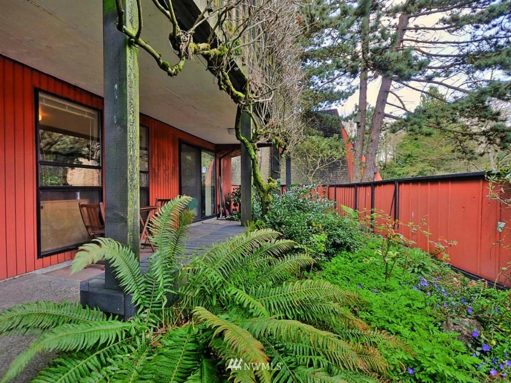 Sold Property   10727 Burke Avenue N #B6 Seattle, WA 98133 16