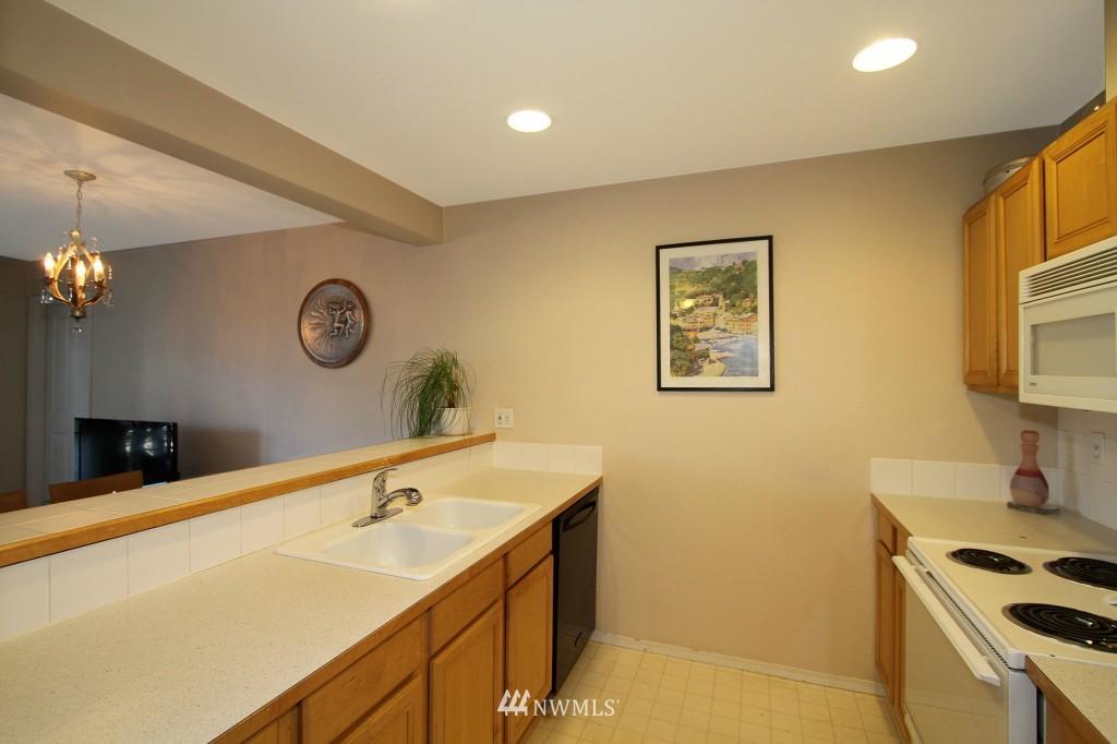 Sold Property | 2301 NE Blakeley Street #405 Seattle, WA 98105 10